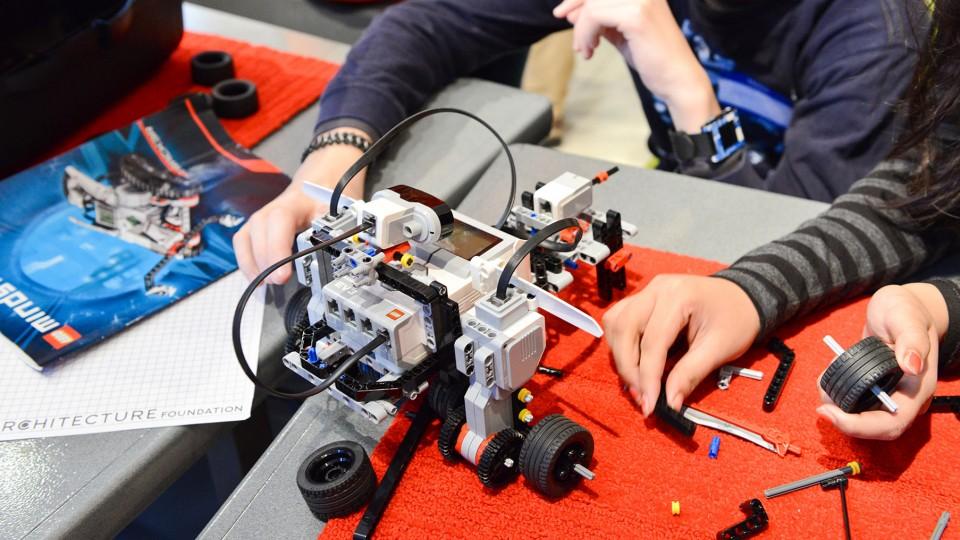 Construis et programme ton robot Mindstorm